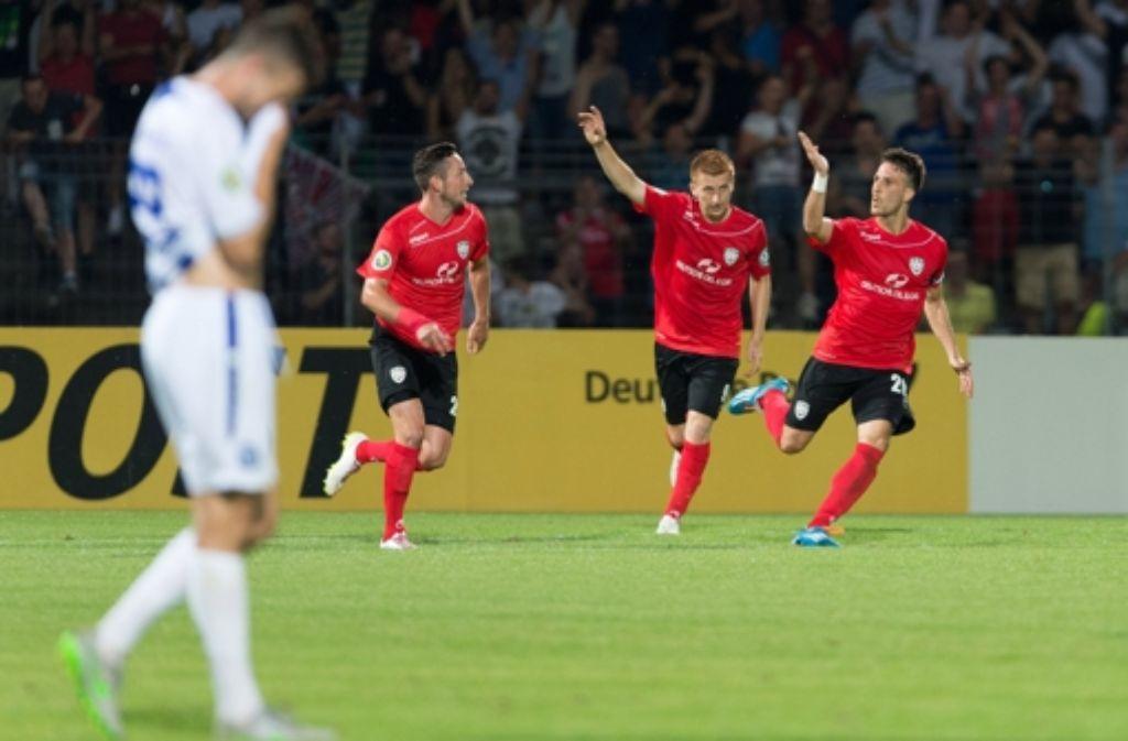 Der SSV Reutlingen hat in der ersten Runde des DFB-Pokals den Karlsruher SC aus dem Rennen geworgen. Gelingt dem Oberligisten auch am Mittwoch ein Sieg gegen Eintracht Braunschweig?  Foto: dpa