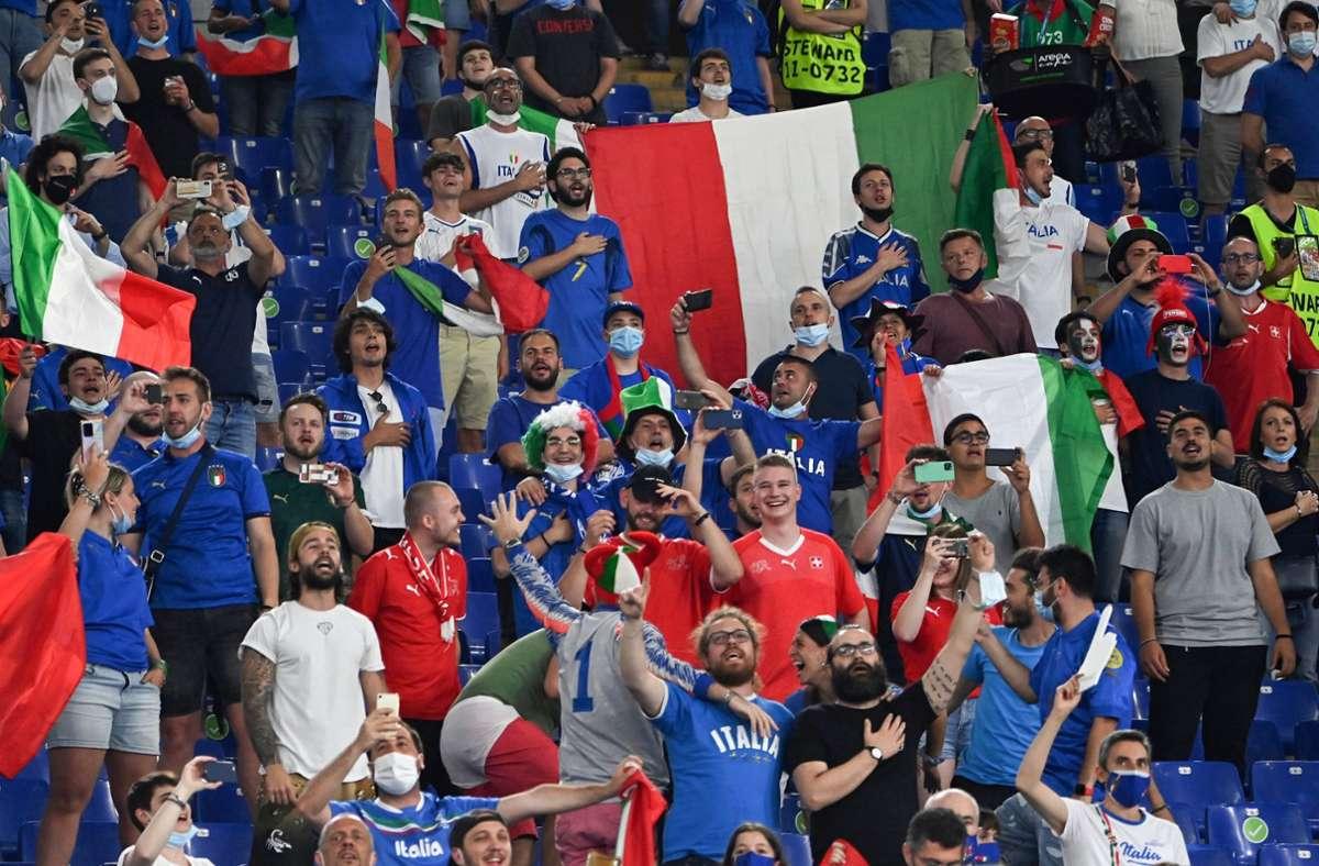 Italien spielt im Achtelfinale erstmals in diesem Turnier nicht mehr zu Hause. Foto: dpa/Andreas Solaro
