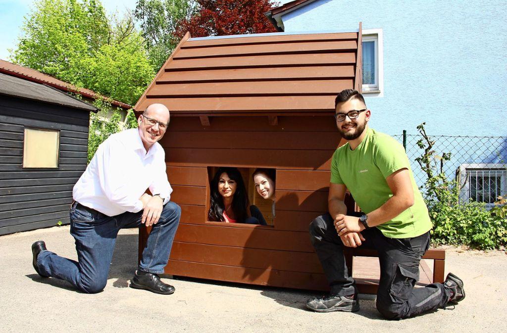 Martin Schaaf (links), Luca Gallenmiller und die beiden Kita-Mitarbeiterinnen Doris Scholtner-Müller Foto: Bernd Zeyer