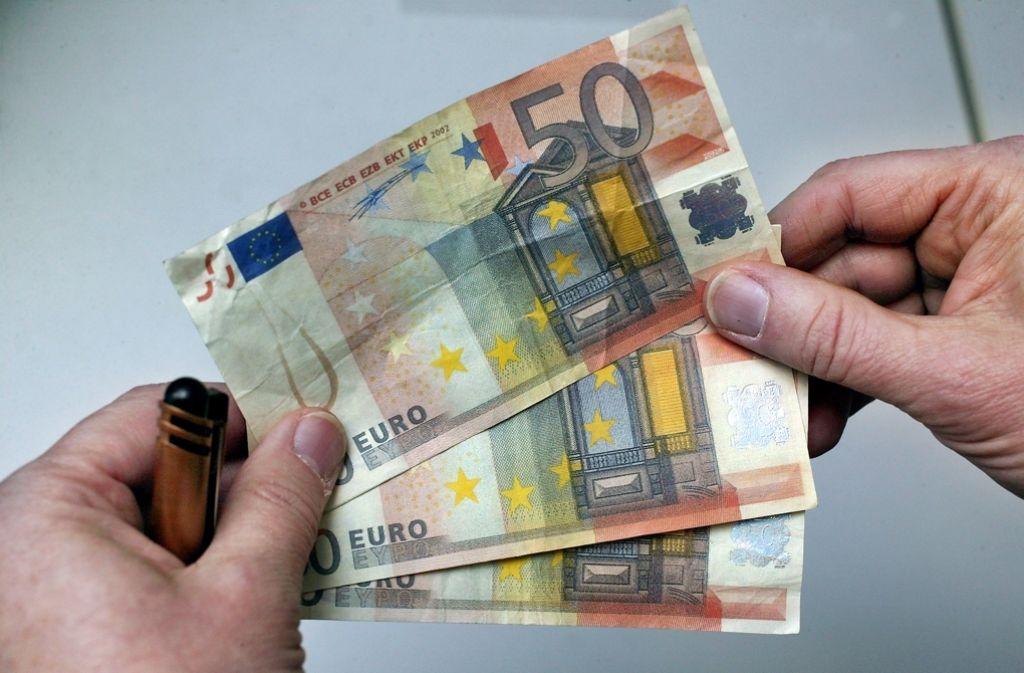Der Tatverdächtige soll einen gefälschten 50-Euro-Schein benutzt haben. Foto: Achim Zweygarth