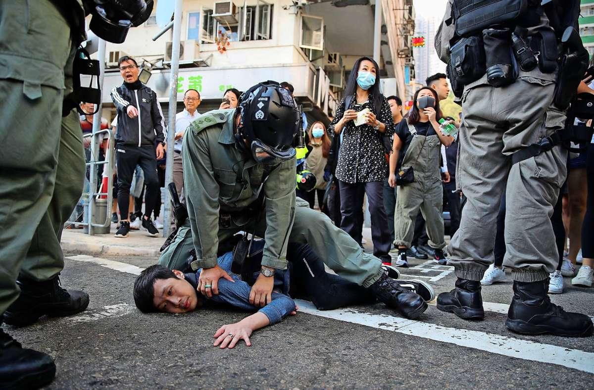 Proteste in Hongkong 2019 gegen gegen die Peking-nahe Regierung begannen friedlich, doch dann eskalierten sie. Foto: dpa/Kin Cheung