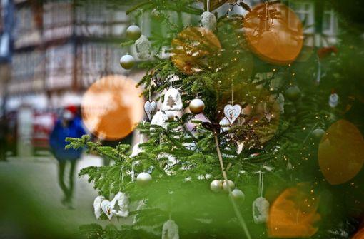 Alls Jahre wieder  spaltet der Weihnachtsbaum