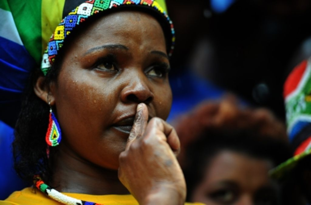 Viele Trauergäste weinen und tanzen zugleich. Foto: AFP