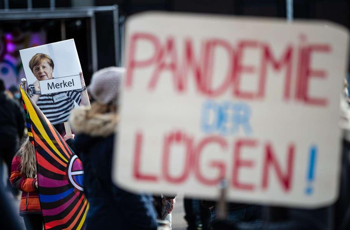 Demo gegen Corona-Maßnahmen in Göppingen Foto: dpa/Christoph Schmidt
