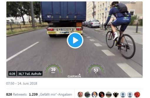 Trucker bedrängt Radfahrer – Polizei sucht Zeugen
