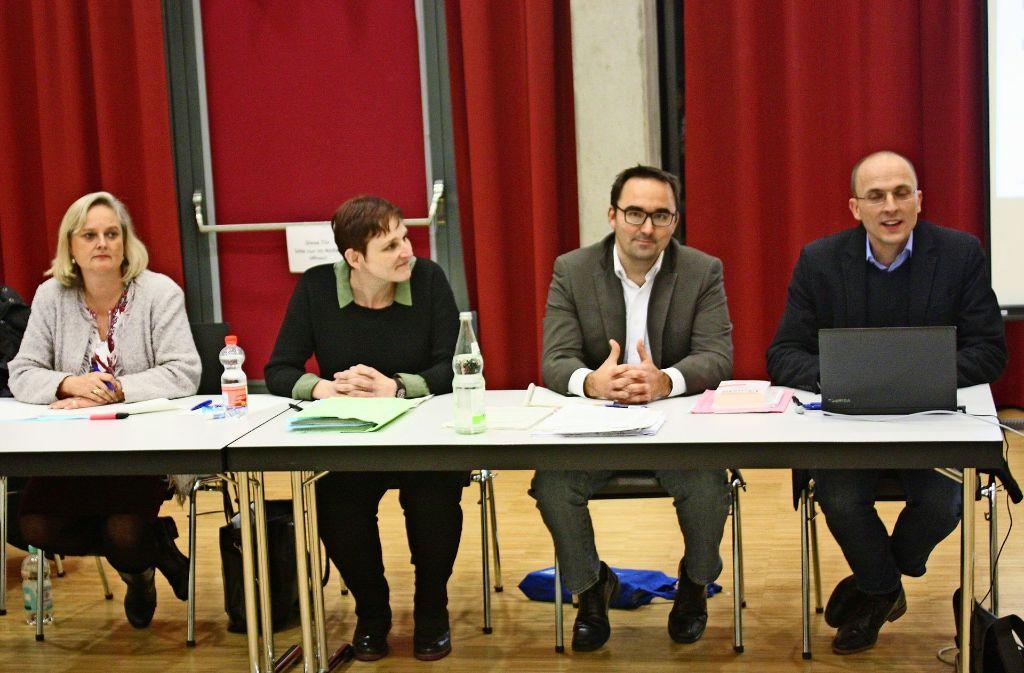 Jan Ferenz und Michael Hausiel (links) vom Stadtplanungsamt haben für den neuen Bebauungsplan geworben. Foto: Christoph Kutzer