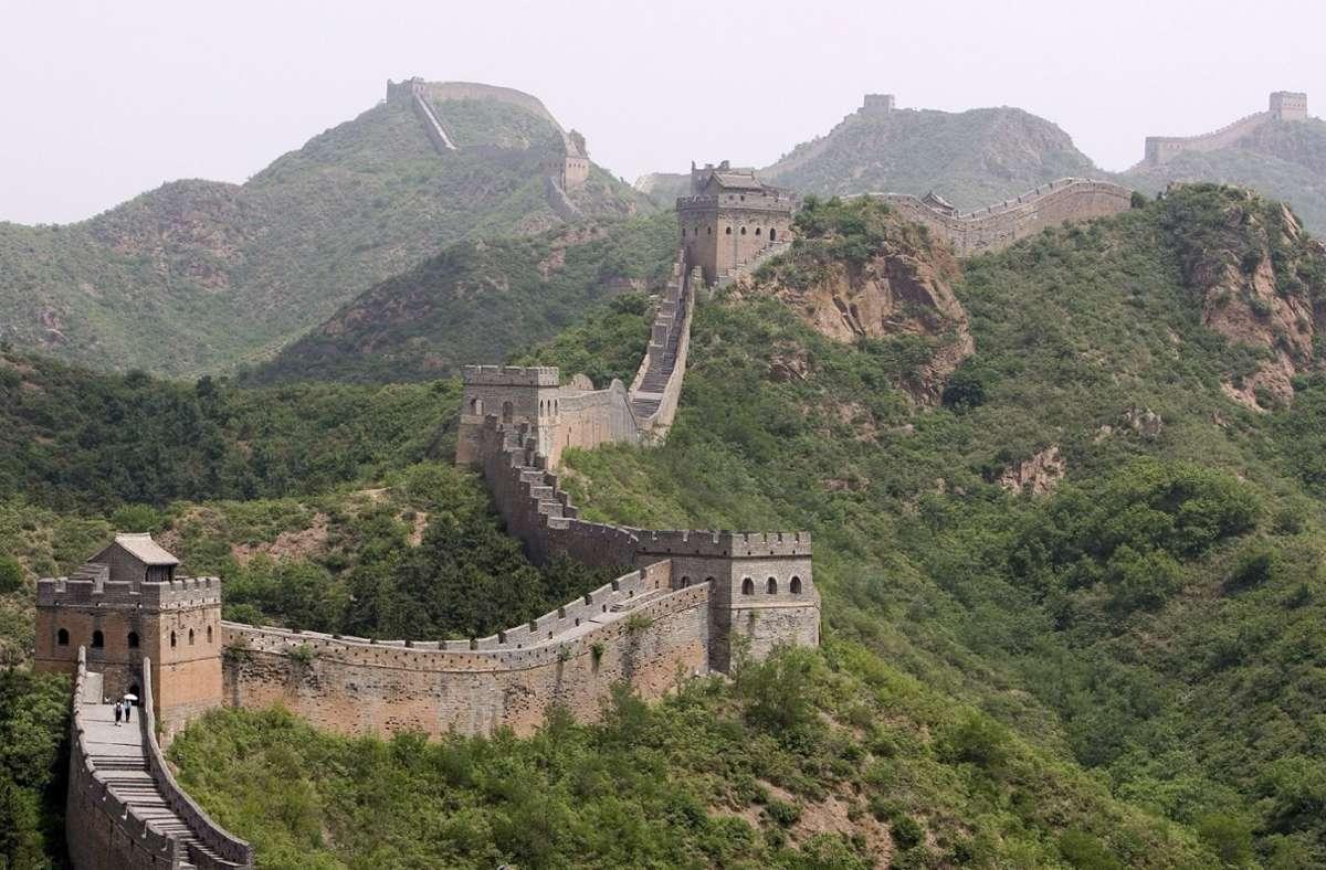 Die Chinesische Mauer ist auch für Landsleute ein beleibtes Ausflugsziel. Foto: dpa/A2800 epa Diego Azubel