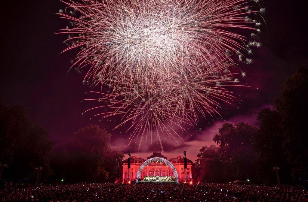 Tausende Zuschauer bestaunen jedes Jahr das Feuerwerk beim  Klassik-Open-Air der Schlossfestspiele. Steht die Veranstaltung jetzt auf der Kippe? Foto: factum/Archiv
