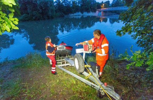 Einsatzkräfte suchen nach Leiche im Neckar