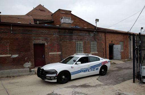 Polizei findet mehr als 60 versteckte Föten