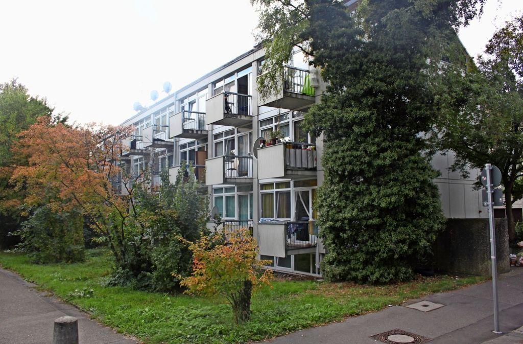 Noch  leben  rund 80 Flüchtlinge in diesem Gebäude  im Zentrum von Stammheim. Bald werden die meisten von ihnen an der Krailenshaldenstraße in Feuerbach wohnen. Foto: Torsten Ströbele