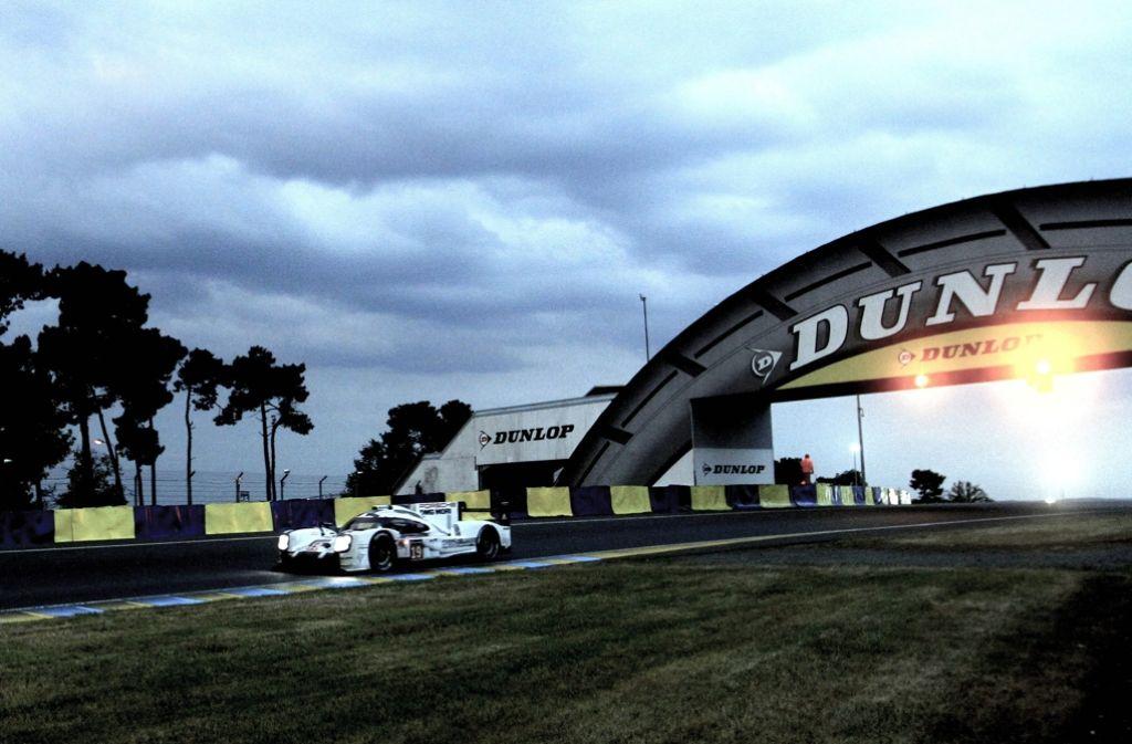 Nico Hülkenberg 2015 in seinem Porsche 919 Hybrid: Diesmal kann er in Le Mans seinen Titel nicht verteidigen – Er fährt Formel 1. Foto: dpa