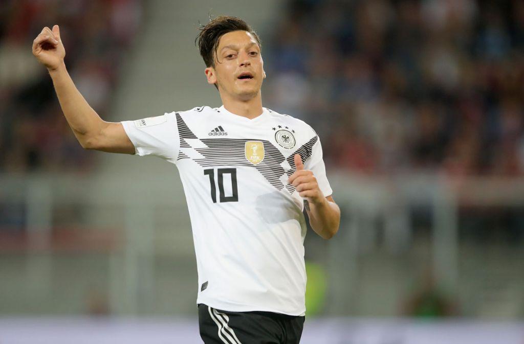 Özil wurde bei nahezu jedem Ballkontakt ausgepfiffen. Foto: Bongarts