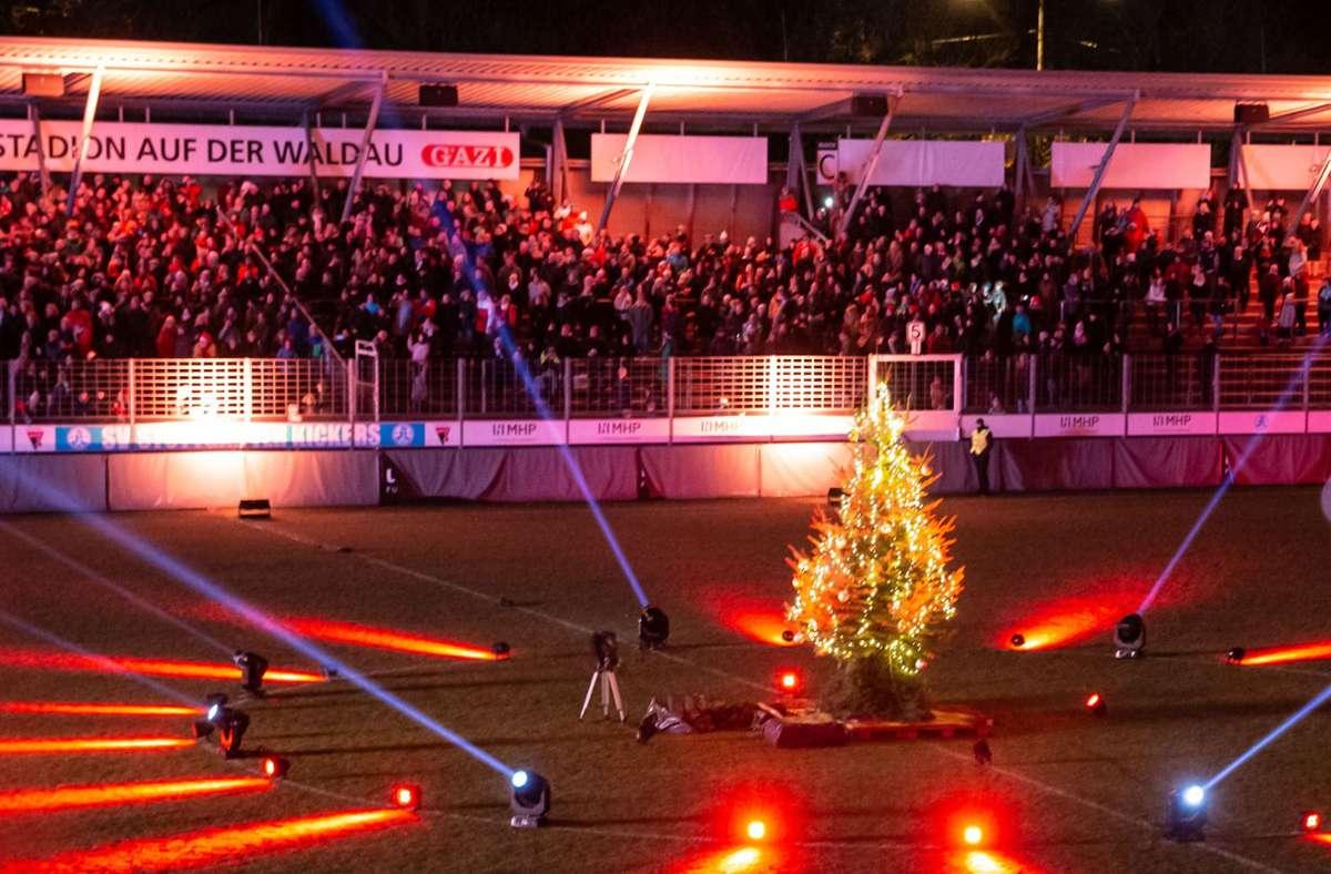 Viertausend Menschen hatten im vergangenen Jahr am Stuttgarter Weihnachtssingen teilgenommen. (Archivbild) Foto: Lichtgut/Julian Rettig