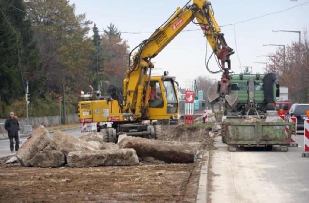 Im Frühjahr 2013 soll mit dem Bau der neuen Stadtbahntrasse  mit zwei Haltestellen in Dürrlewang begonnen werden. Foto: Zweygarth