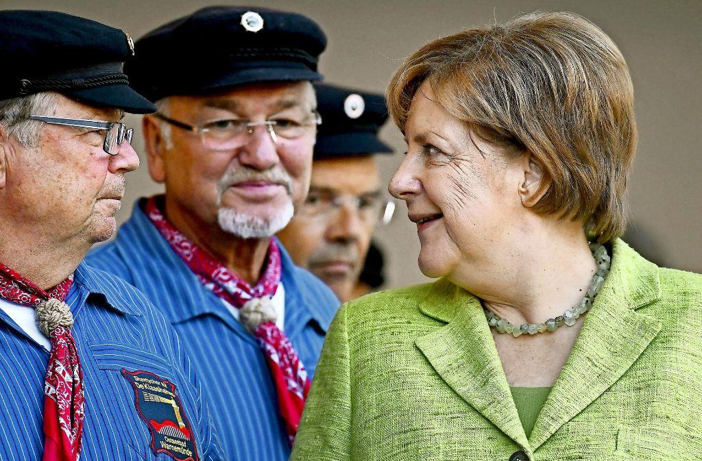 "Angela Merkel macht Wahlkampf im Norden – samt Shantychor ""De Klaashahns"". Foto: dpa-Zentralbild"