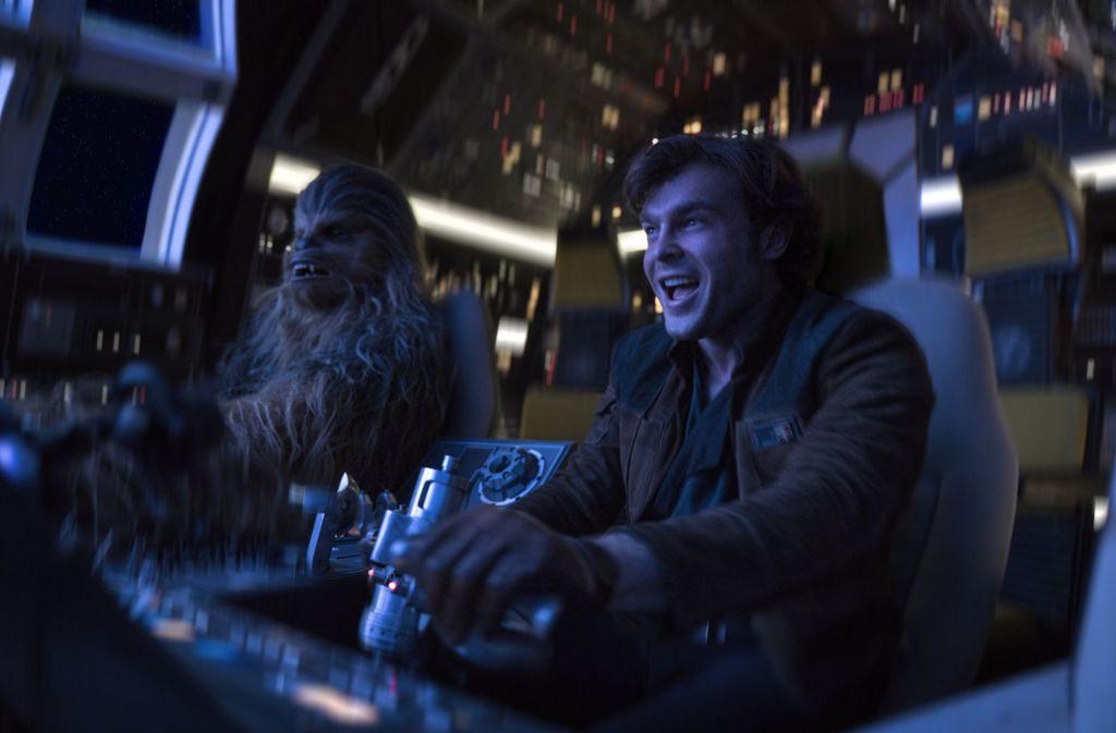 """Alden Ehrenreich (rechts) und Joonas Suotamo in einer Szene des neuen Films """"Solo: A Star Wars Story."""" Foto: Lucasfilm/AP"""