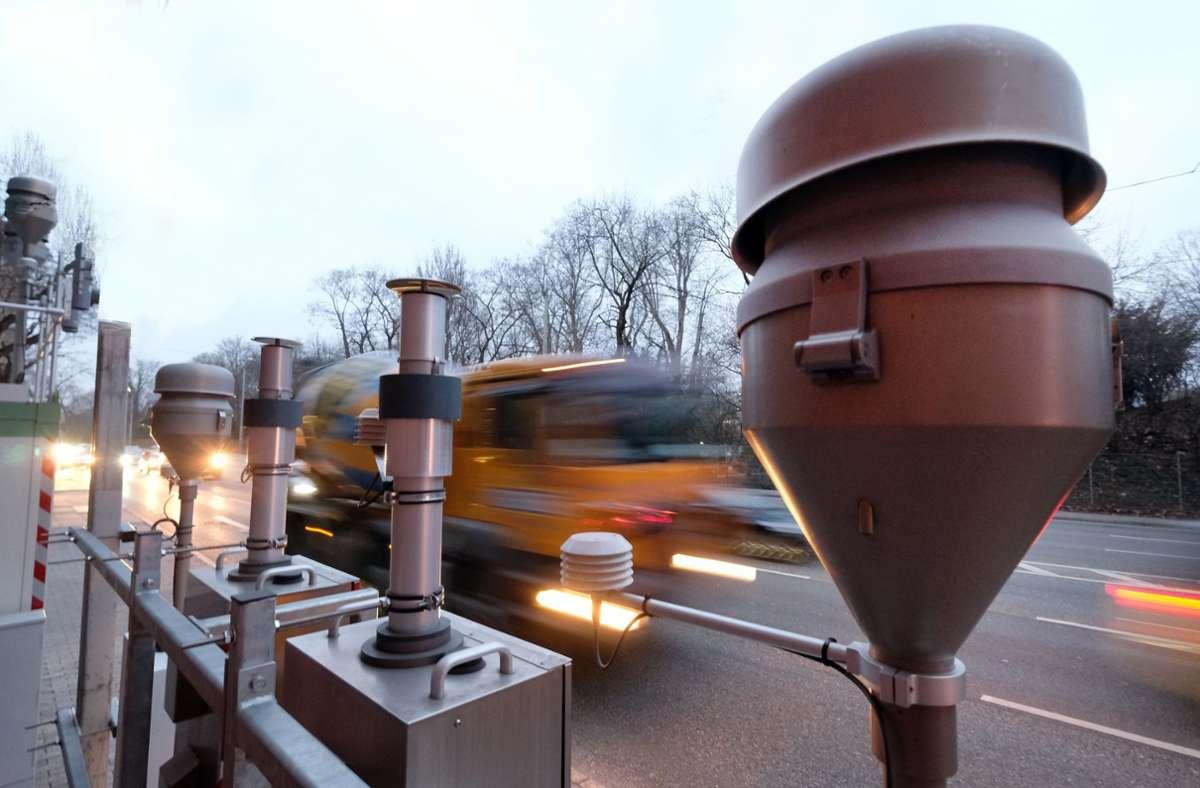 Die Meßstation am Neckartor hat Stuttgart zu bundesweiter Aufmerksamkeit verholfen. Foto: dpa/Bernd Weissbrod