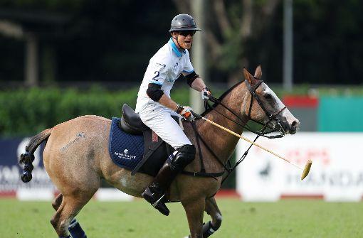 Prinz Harry gedenkt Opfern zu Pferde