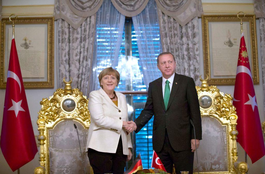 Besuch beim Neo-Sultan: Merkel und Erdogan verbindet ein schwieriges Verhältnis. Foto: dpa