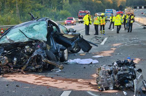 Mindestens vier Tote bei  Unfall auf A5
