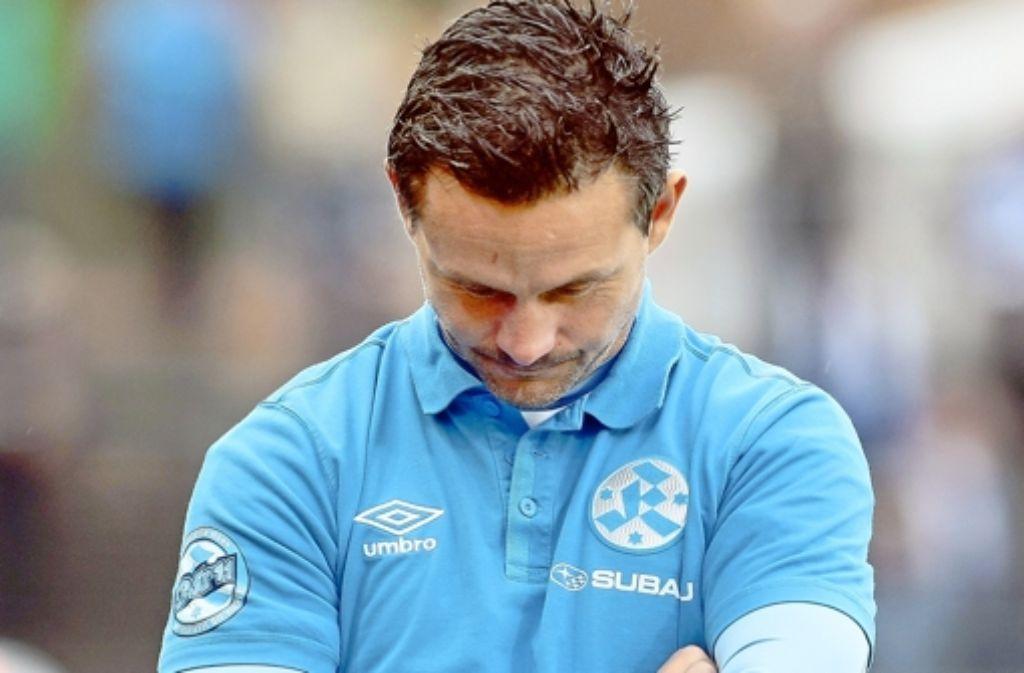 Er musste am Montag seinen Platz räumen: Kickers-Trainer Dirk Schuster. Foto: Pressefoto Baumann