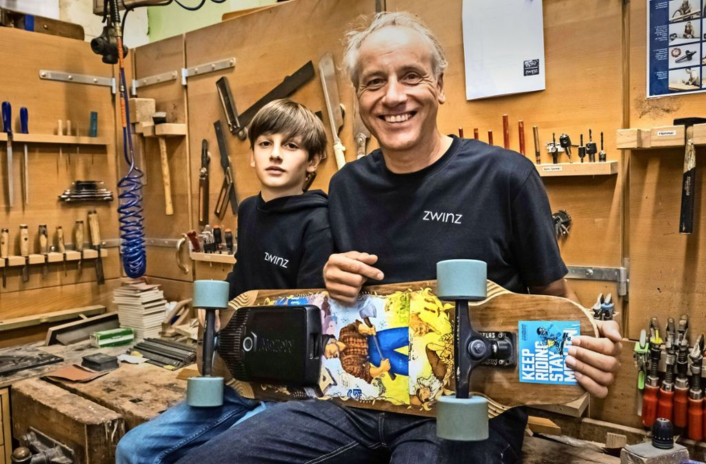 Rudolf Zwinz kam durch Sohn Simon  auf das Elektroskateboard. Foto: Lg/Zweygarth
