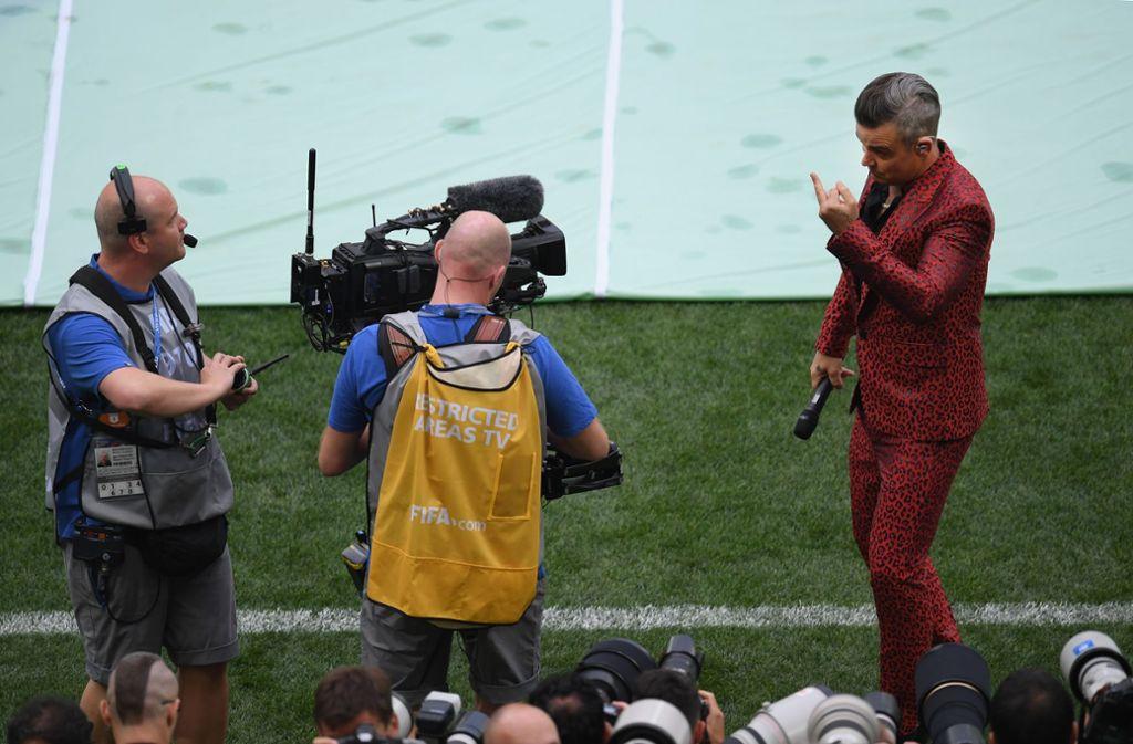 Robbie Williams sorgte mit einer obszönen Geste bei der WM-Eröffnungsfeier für Aufsehen. Foto: Getty Images Europe