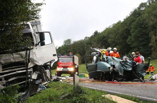 39-Jährige bei Crash mit Sattelzug getötet