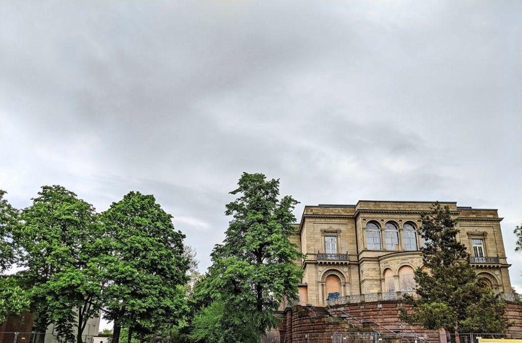 Der neue Anbau soll in dem Bereich zwischen der Villa Berg (rechts) und dem ebenfalls denkmalgeschützten Gutbrod-Bau (links) entstehen. Foto: Jürgen Brand