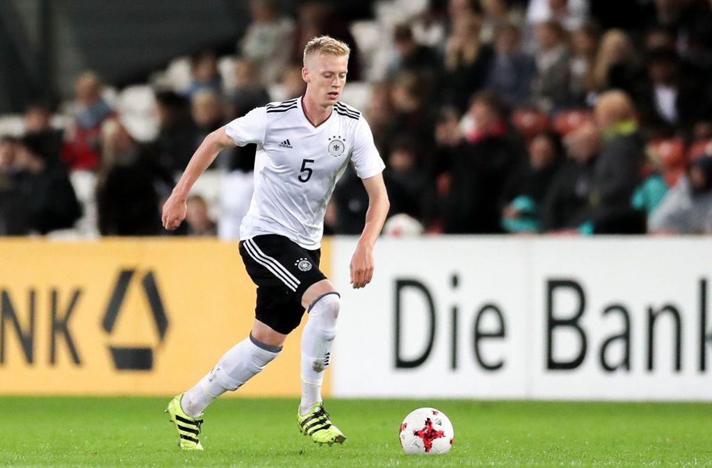 Timo Baumgartl feiert mit den DFB-Junioren einen Auftaktsieg bei der EM Foto: dpa