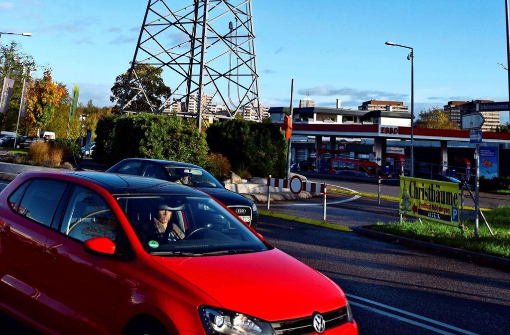 Von der B27 kommend können Autofahrer nicht mehr in den Kreisel einfahren. Foto: Alexandra Kratz