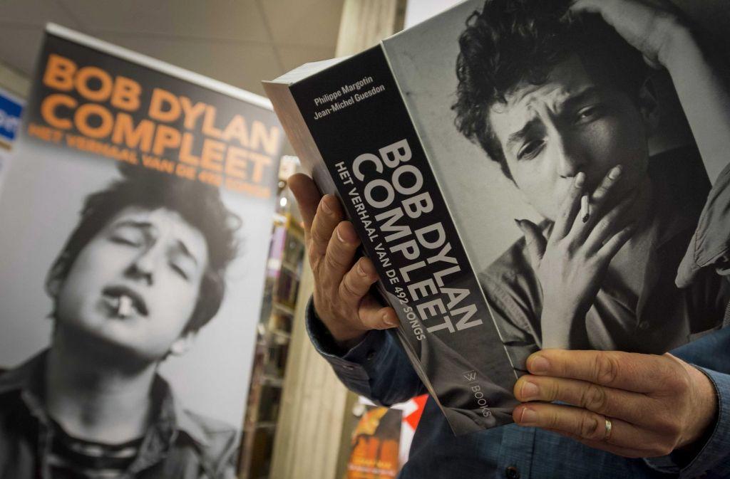 Ausgezeichnet macht sich Bob Dylan rar – auch in Stockholm. Er kommt nicht zuzr Verleihung des Nobelpreises. Foto: dpa