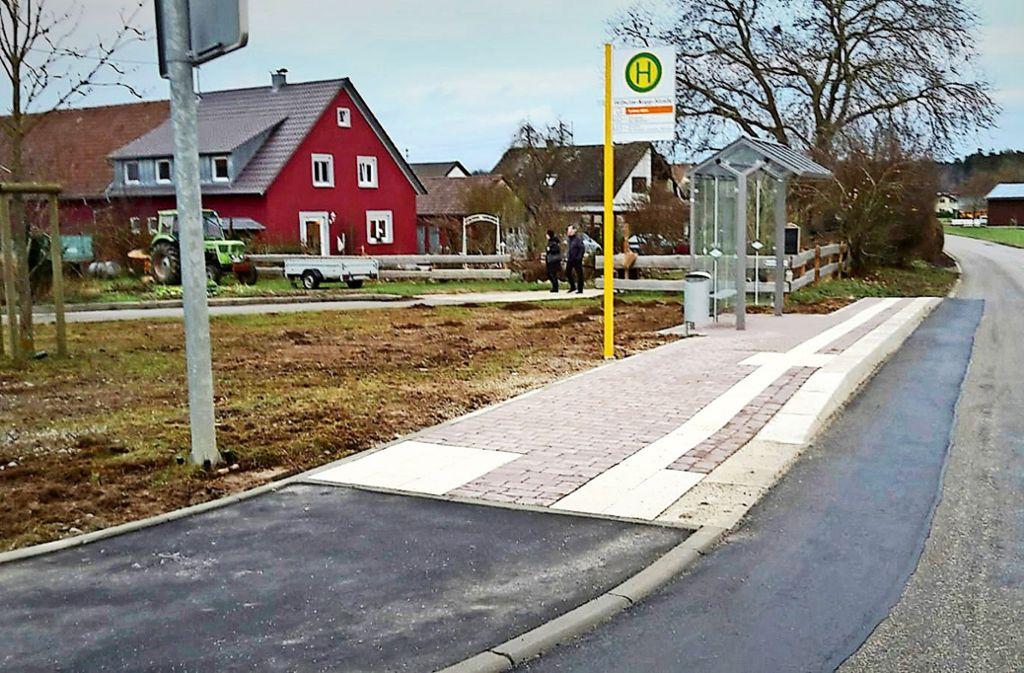 Wenn das, was hier an  der  Wilhelm-Kopp-Straße in Perouse errichtet wurde,  nicht wie eine  Bushaltestelle aussieht, was dann? Foto: privat