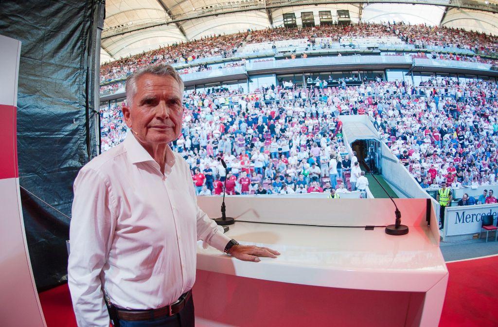 VfB-Präsident Wolfgang Dietrich vor den Mitgliedern im Mercedes-Benz-Stadion Foto: dpa