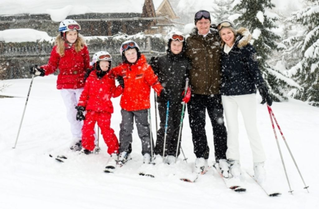 Royaler Skiurlaub: Mathilde und Philippe von Belgien mit ihren Kindern Elisabeth, Gabriel, Emmanuel und Eléonore im Schweizer Verbier. Foto: dpa