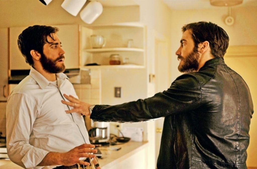 In seiner Doppelrolle als Akademiker Adam und Schauspieler Anthony darf Jake Gyllenhaal sich selbst ein wenig herumschubsen. Foto: Capelight Pictures