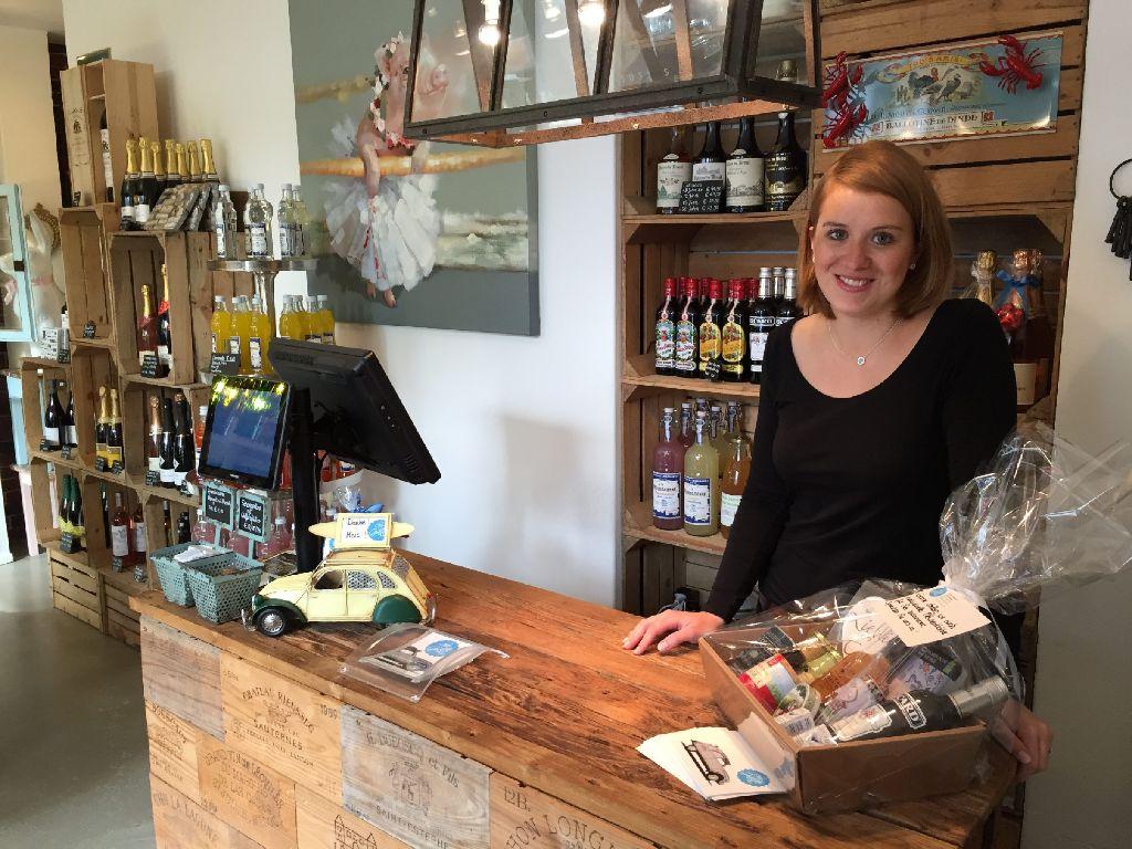 Katharina Eberle steht seit Mitte November in ihrem Laden Chez Ginette am Hölderlinplatz. Foto: Ina Schäfer