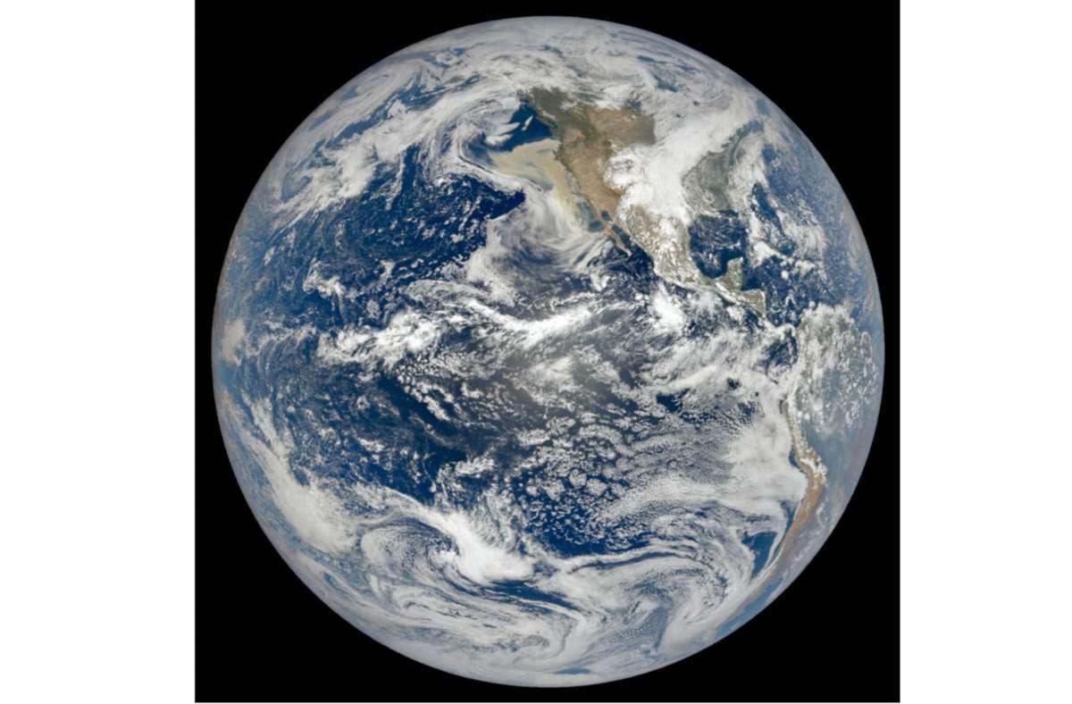 Die Satellitenaufnahme der US-Weltraumbehörde Nasa zeigt die Erdkugel mit Nordamerika und dem Pazifik Foto: Lauren Dauphin/Nasa Earth Observatory/Modis/Nasa Eosdis/Lance/dpa