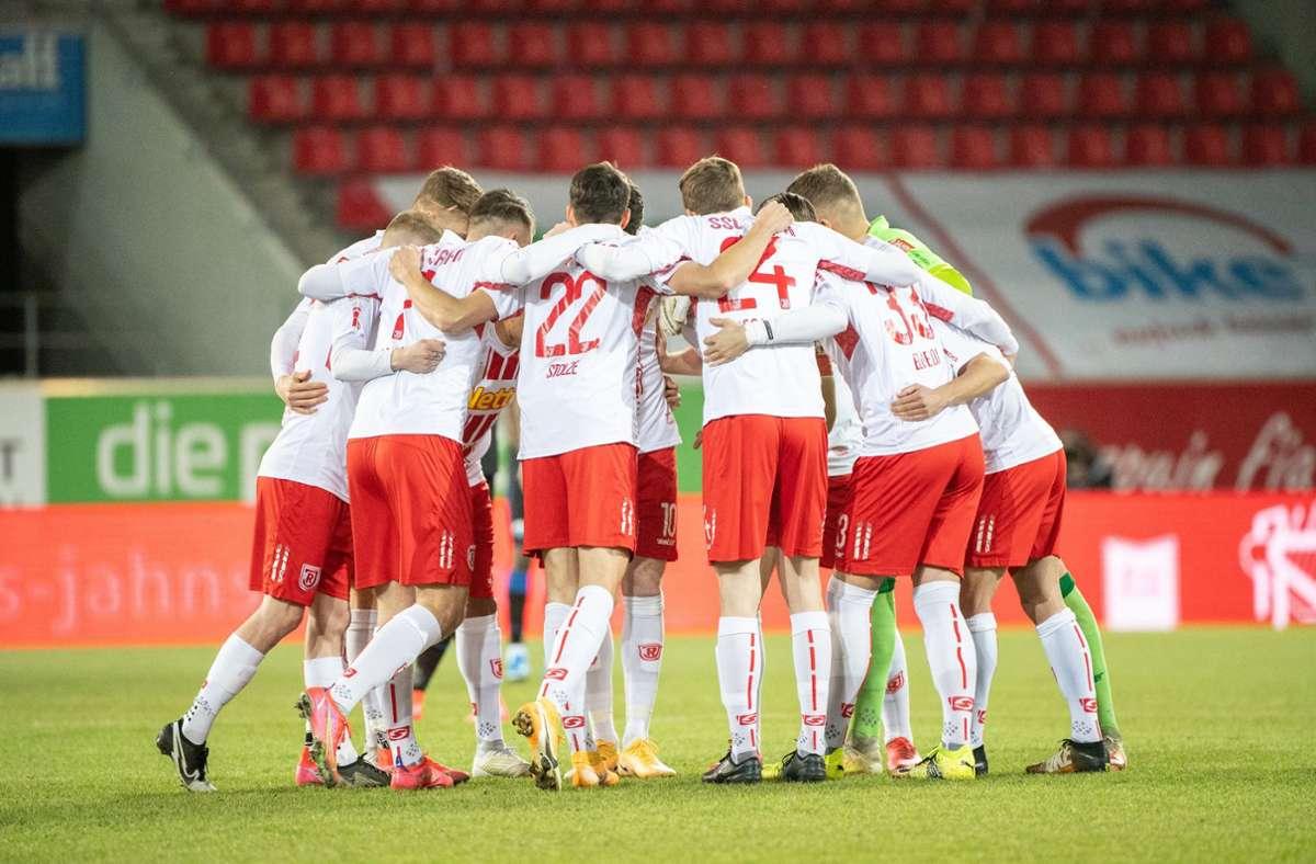 Die Mannschaft von Jahn Regensburg muss in Quarantäne. Foto: dpa/Matthias Balk
