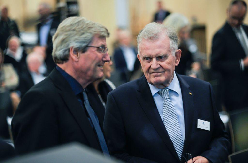 Thomas Bopp (auf dem Bild im Gespräch mit Ex-Ministerpräsident Erwin Teufel) bleibt Vorsitzender der zwölf Regionalverbände Baden-Württembergs. Foto: Lichtgut/Max Kovalenko