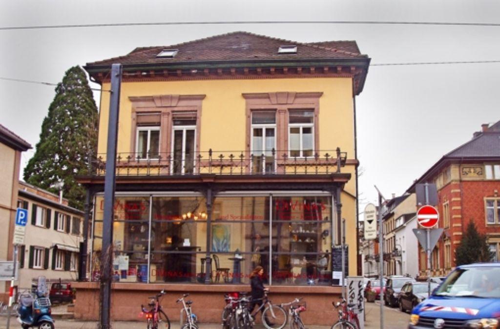 """Im Freiburger Wohngebiet Wiehre befindet sich """"DiVinas Café"""" – hier können sich bedürftige einen so genannten aufgeschobenen Kaffee abholen. Foto: Siebold"""