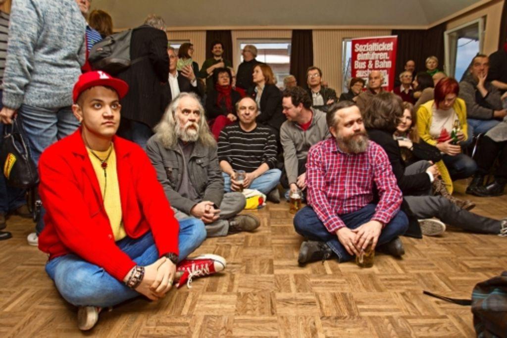 Nicht verwundert, aber erschrocken: Genossen im Zetkin-Haus Foto: Lg/Hass