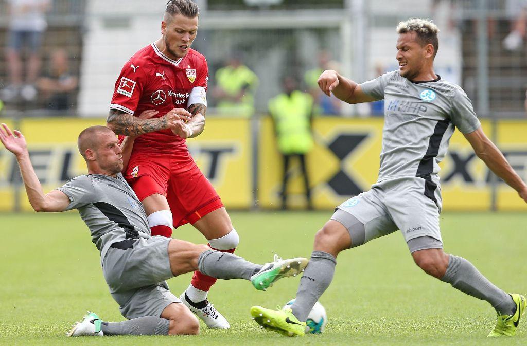 Kickers-Patienten: David Müller (li.) fällt sicher aus, hinter Alwin Komolong steht ein dickes Fragezeichen. Foto: Baumann