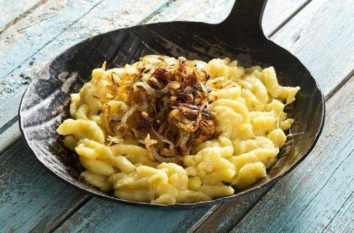 Viele Deutsche freuen sich, wenn sie Spätzle oder Nudeln auf dem Teller haben. Foto: www.mauritius-images.com