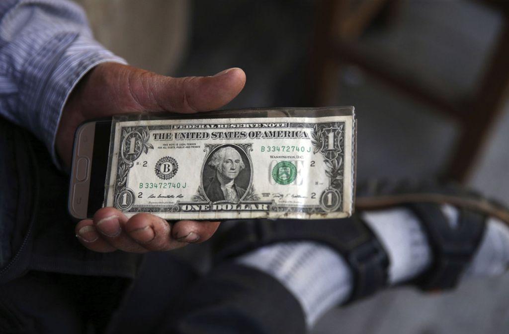 Seit August 2018 gelten wieder US-Sanktionen gegen den Iran, am Montag tritt die zweite Runde an Sanktionen in Kraft. Foto: AP