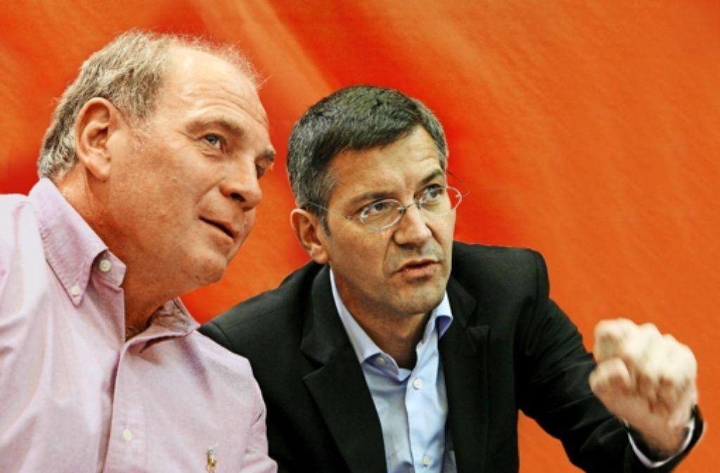Bayern-Aufsichtsratschef (links) tritt ab, Adidas-Chef Hainer übernimmt. Klicken Sie sich durch Stationen von Uli Hoeneß' Karriere. Foto: dpa