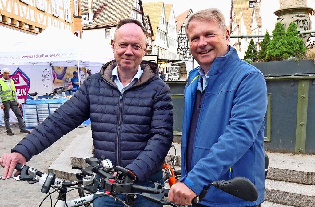 Klaus Brenner (li.), hier mit seinem Bürgermeisterkollegen Ulrich Vonderheid, will sich künftig auch im Kreistag engagieren. Foto: ulo