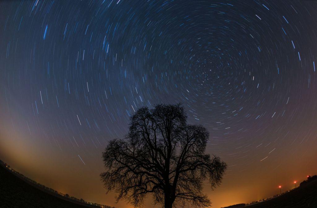 Der Sternenhimmel aufgenommen in einer Langzeitbelichtung. Foto: dpa-Zentralbild