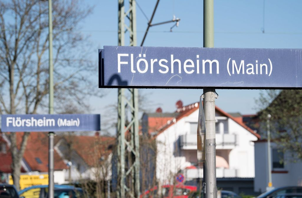 Die junge Frau wurde am frühen Sonntagmorgen von der Polizei in dem kleinen hessischen Flörsheim am Bahnhof in Empfang genommen und in eine Wiesbadener Klinik gebracht Foto: dpa
